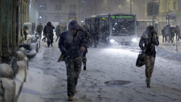 Schneefall am Bahnhof Oerlikon