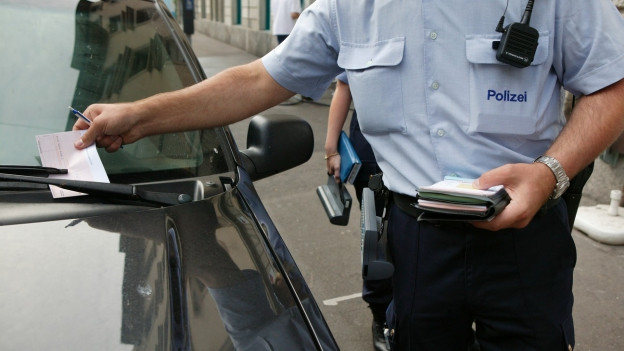 Der polizeiliche Assistenzdienst soll bald bewaffnet Konsulate bewachen.