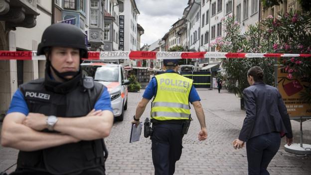Dei Polizei hat weite Teile der Schaffhauser Altstadt abgesperrt.