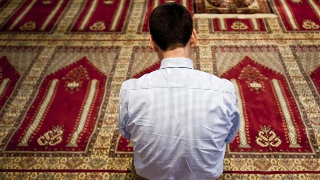 Mann in Moschee