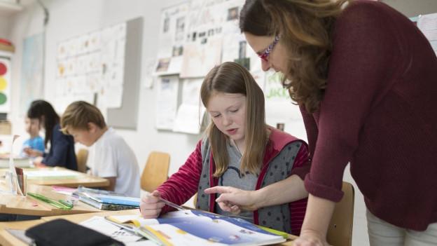 Kein Kind wird vor einer leeren Klasse stehen, auch wenn eine Woche vor Schulbeginn noch einige Stellen offen sind.