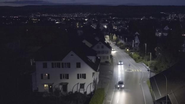 Strassenszene in der Nacht entlang der Strecke mit den «intelligenten» Strassenlampen