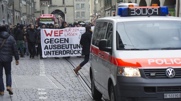 Ein Protestzug durch die Innenstadt von Bern