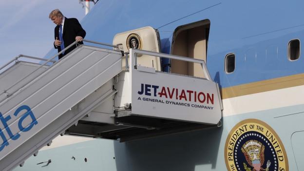 US-Präsident Trump verlässt die Airforce One in Zürich-Kloten.