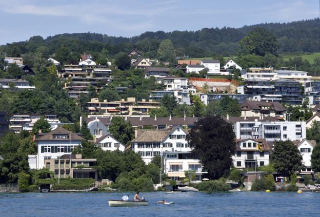 Auch in Meilen begehrt - Häuser mit direktem Anstoss an den Zürichsee.