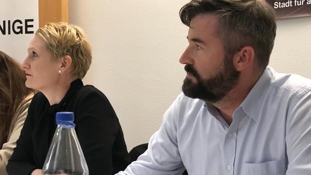 Die Co-Parteipräsidenten der SP, Gabriela Rothenflue und Marco Denoth an der gestern Abend einberufenen Medienkonferenz.