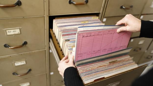 Die Opfer müssen ihre Dokumente zusammensuchen. Dabei helfen die Staats- und Stadtarchive, hier jenes von Bern.