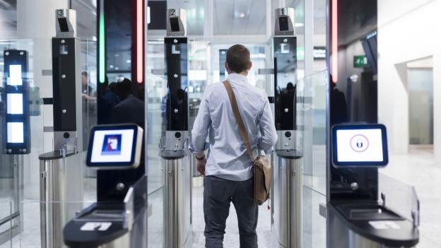 Schleuse der automatischen Passkontrolle