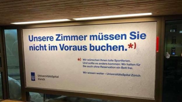 Stein des Anstoss: die Werbung des Unispitals in Davos.