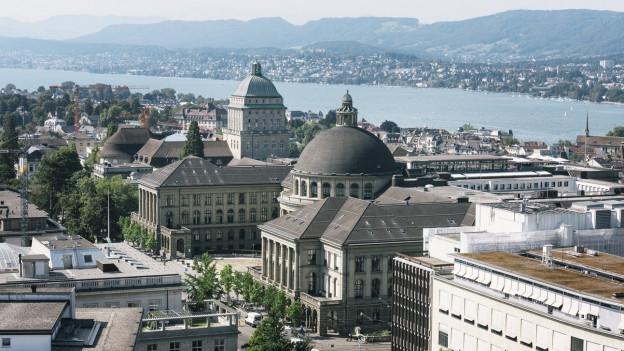 Blick aus der Vogelperspektive auf Uni, ETH und Zürichsee.