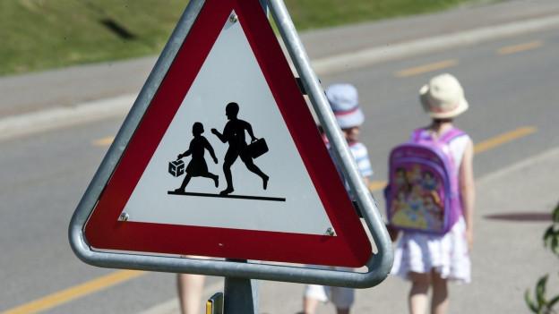 Warntafel Achtung Schulkinder.