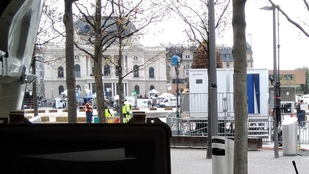 Sendewagen von Radio SRF auf dem Sechseläutenplatz