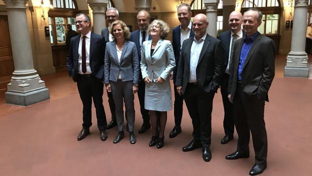 Neun StadträtInnen posieren als Gruppe