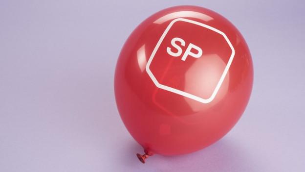 Ein Ballon mit dem SP-Logo drauf