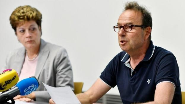 Die Zürcher Bildungsdirektorin Silvia Steiner und einer von Jegges Opfer Markus Zangger an einer Medienkonferenz.