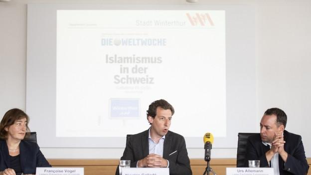 Drei Menschen informieren, wie es weitergehen soll in Winterthur.