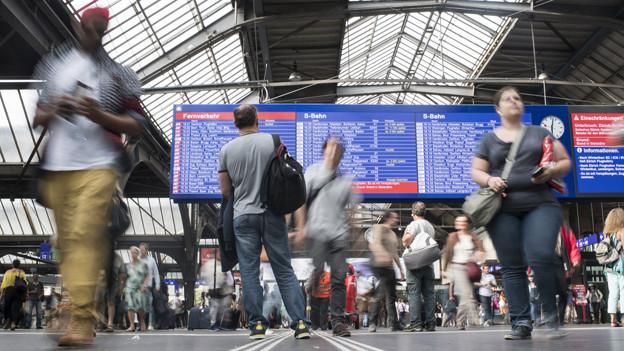 Blick in die Haupthalle des Zürcher Hauptbahnhofs