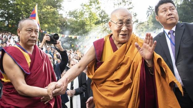 Dalai Lama un Begleiter