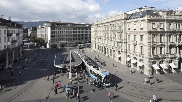 Der Paradeplatz von oben mit dem Hauptsitz der Banken CS und UBS.