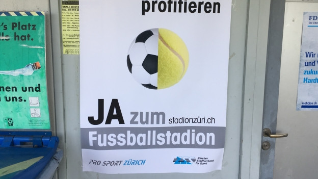 Plakat mit Ja-Parole zum Fussballstadion
