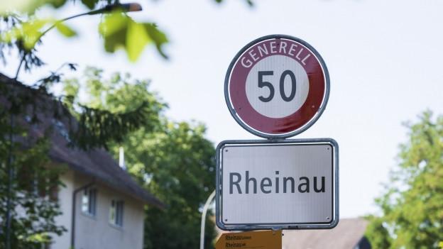 Ortstafel der Gemeinde Rheina