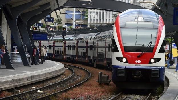 Eine S-Bahn im Bahnhof Zürich-Stadelhofen.