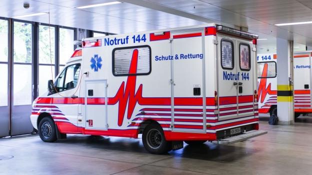 Rettungswagen von Schutz und Rettung