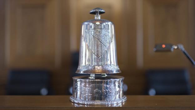 Glocke, mit der das Parlament zur Ordnung gerufen wird.