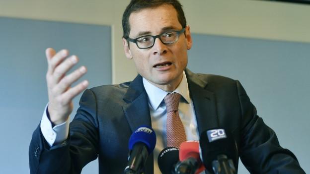 Roger Köppel an der Medienkonferenz