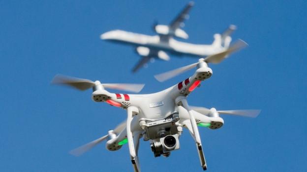 Drohnen sind eine Gefahr für Flughäfen (Symbolbild)