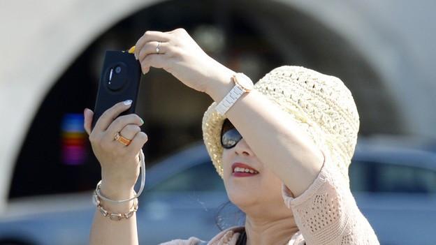Touristinnen aus Asien beim Selfie machen
