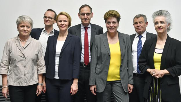 Die neu gewählte Zürcher Regierung, aufgestellt in einer Reihe.