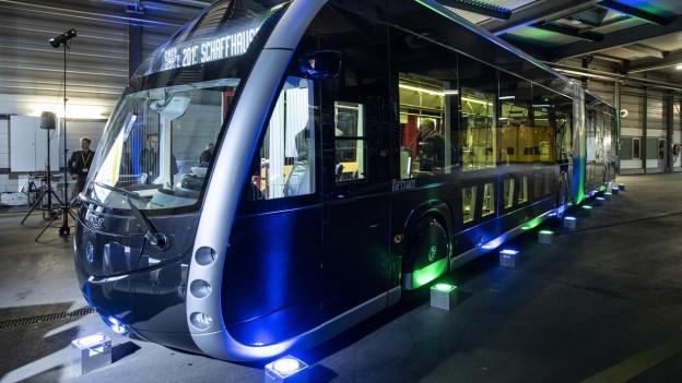 Ein Tram oder ein Bus? Die Elektrofahrzeuge der Vekehrsbetriebe Schaffhausen wirken futuristisch.