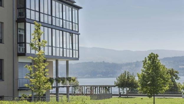 Das Spital Männedorf hat Aussicht auf den Zürichsee.
