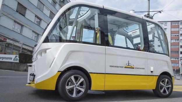 Der selbstfahrende Elektrobus in Neuhausen.