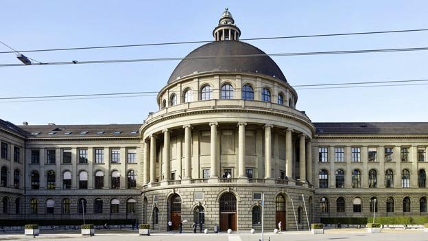 Das ETH-Hauptgebäude mit dem markanten Kuppeldach.