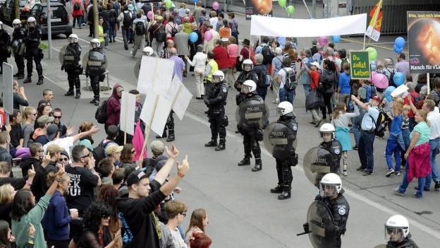 Der «Marsch fürs Läbe» wird von einem grossen Polizeiaufgebot begleitet.