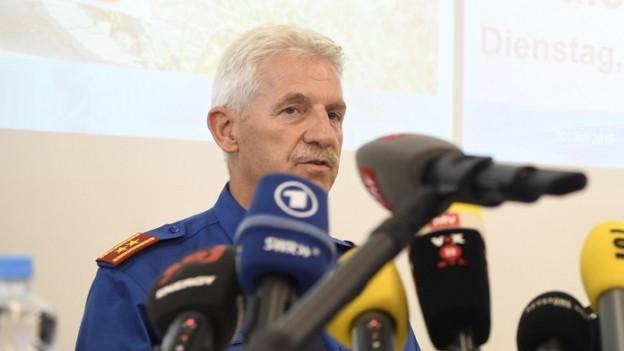 Bruno Keller, Chef der Sicherheitspolizei der Kantonspolizei Zuerich, informiert über den mutmasslichen Täter aus Wädenswil