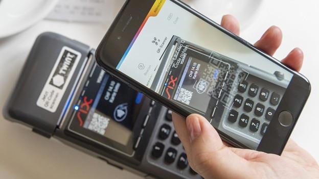 Handy mit Bezahl-App
