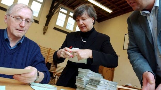 Zürcher Stimmenzählerinnen und -zähler im Einsatz