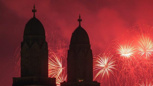 Feuerwerk über dem Grossmünster