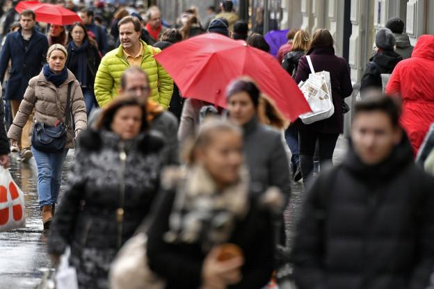 Menschenmasse auf der Zürcher Bahnhofstrasse