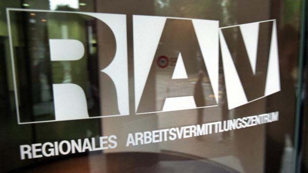 Eingangstüfe eines regionalen Arbeitsvermittlungszentrums RAV