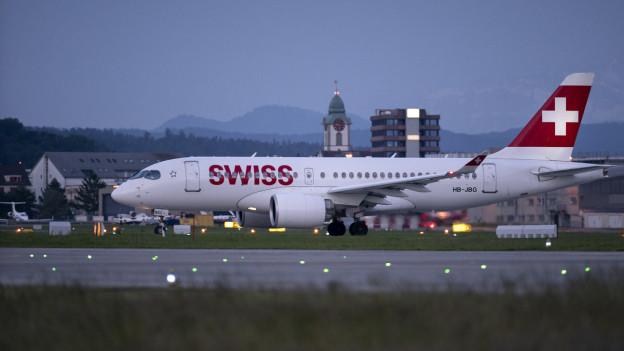 Ein Flugzeug der Swiss auf dem Flughafen Zürich