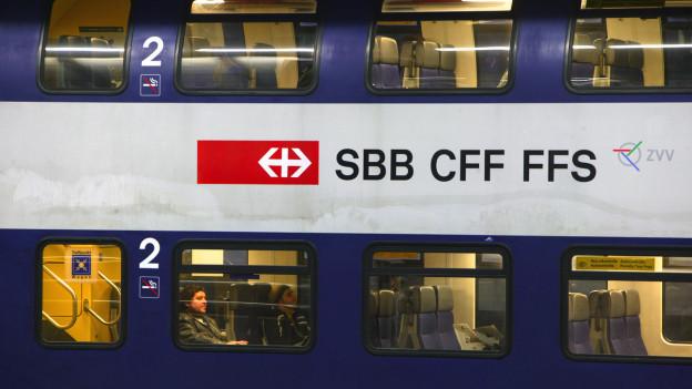 Einen S-Bahn Wagen von aussen gesehen