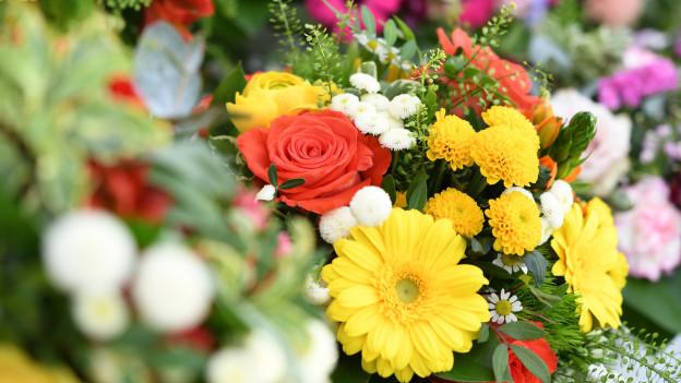 Farbige Blumensträusse
