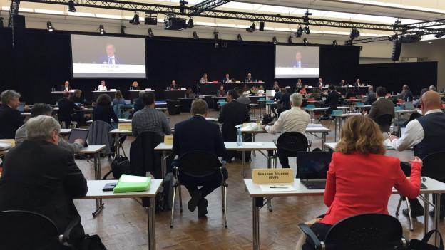 Das Zürcher Stadtparlament an seiner 1. Sitzung in der Messehalle in Zürich.