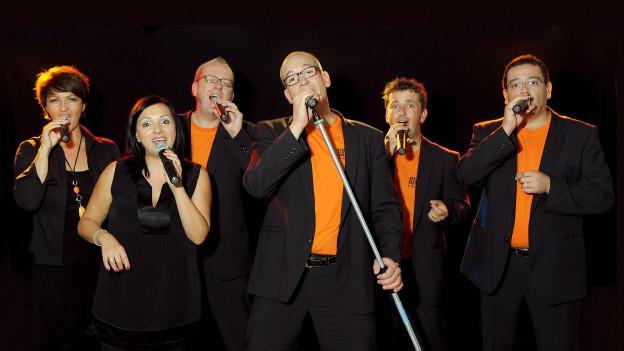 La gruppa Acavoce vi da chantar.