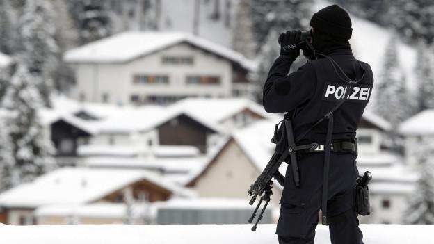 Policist al WEF a Tavau.