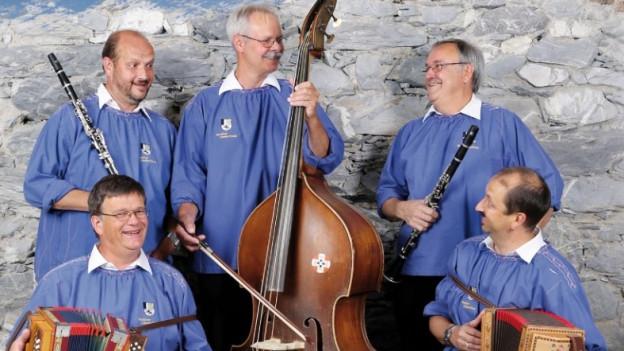 Tschintg musicists da la gruppa Bergüner Ländlerfründa.